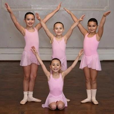 Knightsbridge, Kensington & Chelsea Children's Ballet School - Group of girls in pose
