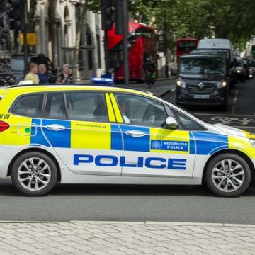 London under siege: Armed gangs force police to deploy special units as violence erupts