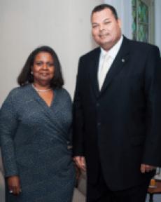 Marvelyne Wiels en Ivar Asjes over het in elkaar stortende Curaçaohuis.