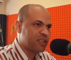 Netwerk Centrale Bank Curaçao - auteur Norbert George geeft uitleg over zijn presentatie bij Radio Mas