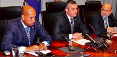 V.l.n.r.: ex MinFin Jamaloodin, exMinPres Gerrit Schotte en ex-MinEcon Nasser El Hakim, alle MFK