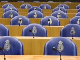 De Tweede Kamer wil het naadje van de kous weten van het lekken van informatie door de Veiligheidsdienst Curaçao (VDC)