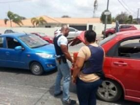 Gevangenen ontsnapt uit SDKK. De politie heeft 'roadblocks' ingesteld op verschillende kruispunten. Auto's worden doorzocht. Foto |  Rick Hart