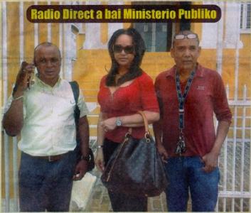 Aangifte bij het Openbaar Ministerie. Het afgelopen jaar zijn 3 journalisten van Radio Direct hun auto's kwijtgeraakt aan brandstichting. V.l.n.r.: Richeron Balentien, Jachmin Pinedo, Cali Manuel