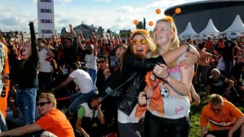 Fans van Oranje vieren de overwinning op Australië