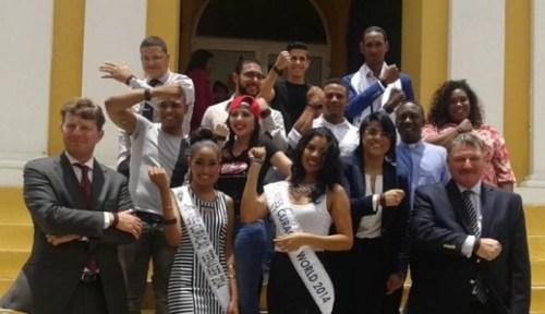 Vijftien idolen en rolmodellen van Curaçao zetten zich in voor de actie 'Ta Basta Awor'