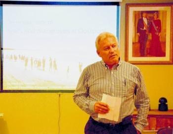 VBC- vicevoorzitter Joop Kusters hield een inleidende speech voordat de lezing van Carmabi begon.