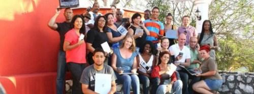 Journalisten met de billen bloot! | Foto Persbureau Curacao
