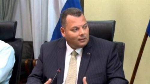 Asjes praat morgen met ministers over examennormering | Foto Persbureau Curacao