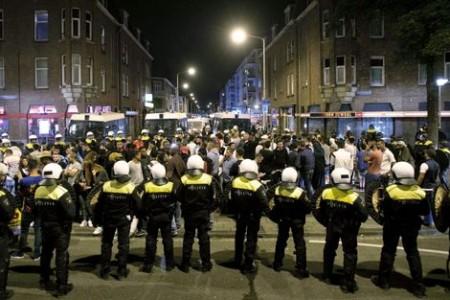 Voor relschopper Schilderswijk protesten MitchHenruez