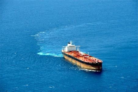 Tientallen schepen liggen inmiddels stil   Foto- Bea Moedt