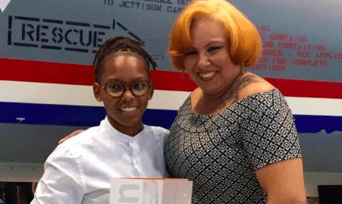 Chery-Anne Bernadina poseert met diploma en trotse moeder   Persbureau Curacao