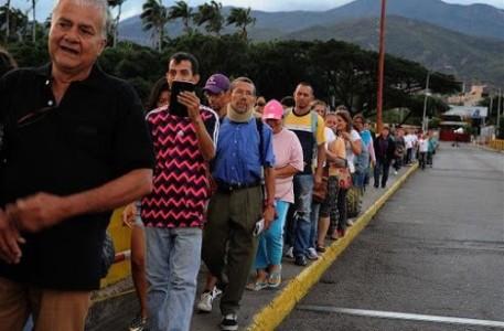 Liefst 25.000 Venezolanen maakten zondag gretig gebruik van inkopen doen in Colombia