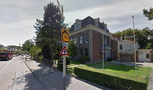 Krakers moesten vandaag vertrekken uit het Curaçaohuis aan de Badhuisweg in Scheveningen. © Google Maps