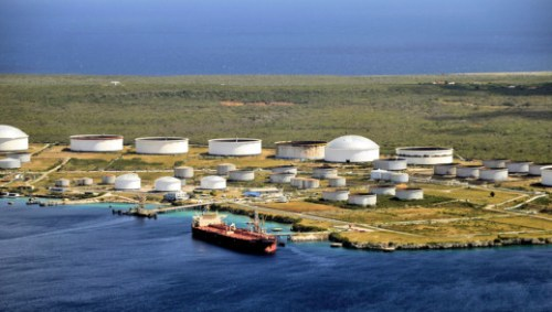 Some 30 dirty tankers are currently waiting around PDVSA's ports in Venezuela and Curacao. | Persbureau Curacao