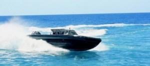 De visser werd aan boord van de Super-RHIB genomen om naar Curaçao gebracht te worden.