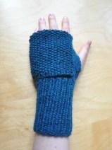 Ohne Umklappen sind es schlichte fingerlose Handschuhe