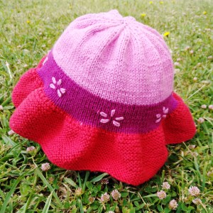 Wiser Baby Sun Hat on grass