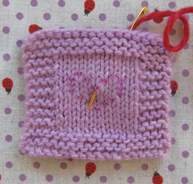 Как сделать вышивку на вязаном изделии (7)