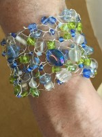 Bracelet knit with wire and beads