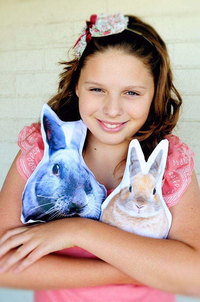 Pin Ups: Bunny Pillows| knittedbliss.com