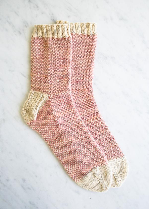 Pin Ups and Link Love: Pixellated Socks | knittedbliss.com