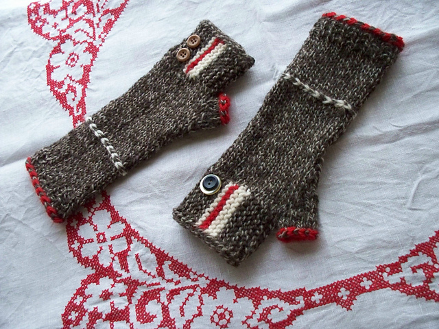 Modification Monday: Campy Camp Out Mitts www.knittedbliss.com