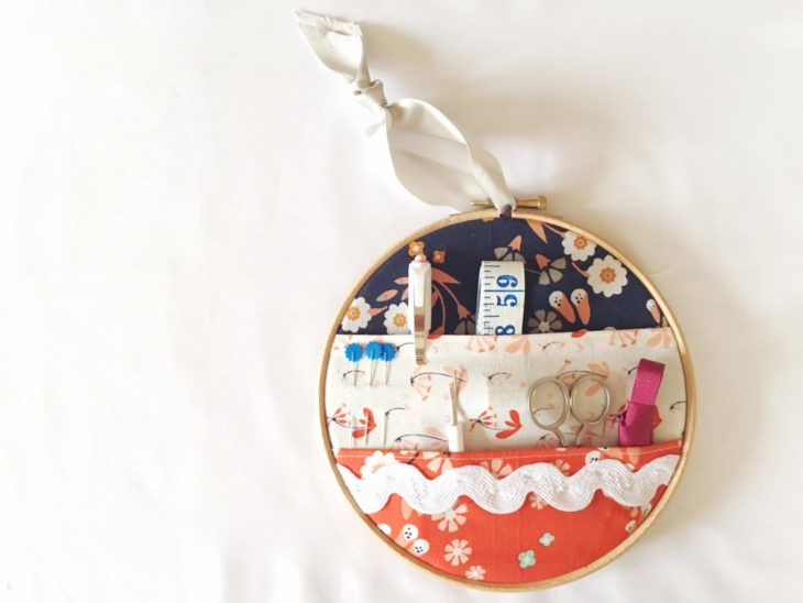 Pin Ups and Link Love: Embrodiery Hoop Notions Caddy | knittedbliss.com