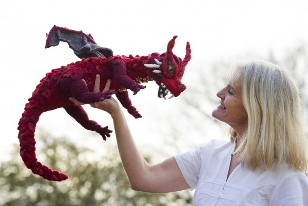 lotr-dragon-knitted