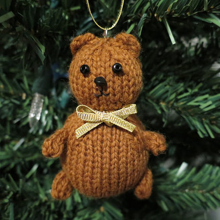 knit this sweet bear for your tree and beyond