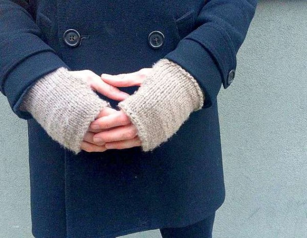 knit an easy pair of fingerless gloves for men