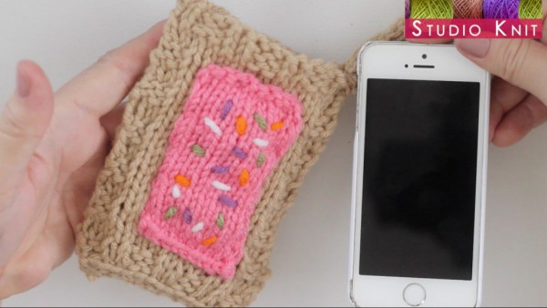 knit a pop tart inspired phone cozy