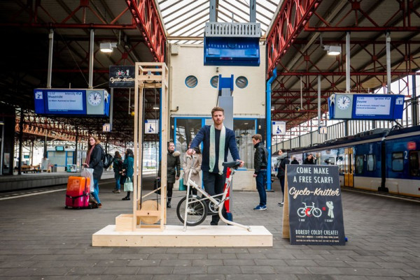 Cyclo-Knitter Helps Commuters Make Scarves in Five Minutes