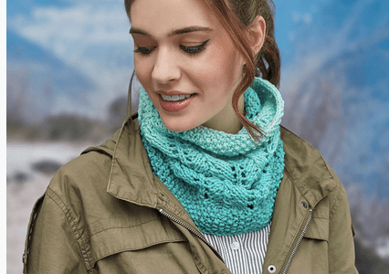 Use Ombre Yarn to Knit a Fun Lace Cowl