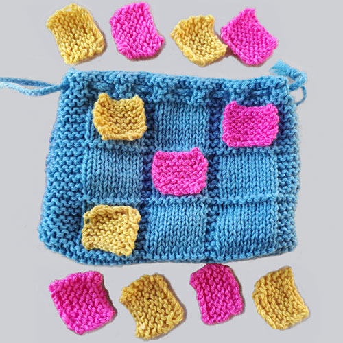 Noughts and crosses game bag knitting pattern