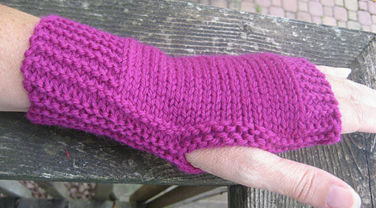 Easy fingerless mitts from Roxanne Richardson