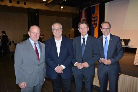 Repräsentanten der Partnerschaft ÖBB - FH St. Pölten, Department Bahntechnologie und Mobilität