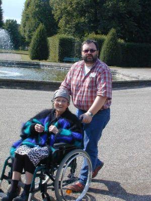 Herrenhausen, August 2003, Frank und Oma