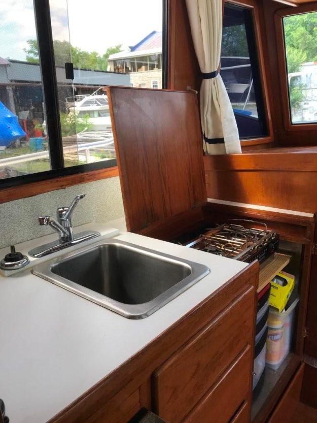 Main Cabin Galley Sink & Stove