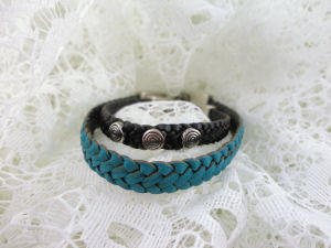 The price of a bracelet decreases with size.