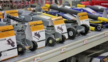 Car Jack Safety: Floor Jack and Scissor Jack DifferencesNAPA Know