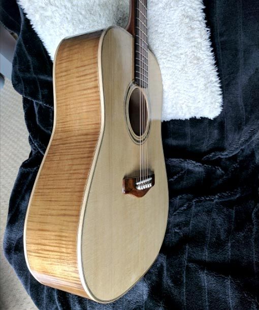 Front and side of acoustic guitar showing purfling and bandings (Tim H)