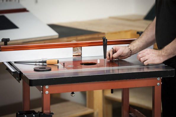 How to set up your router table the knowledge blog ujk technology router elevator greentooth Images