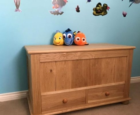 Oak toy box (Iain B)