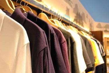 服が臭いけど新品のときの理由や気になる臭いを取る方法とは