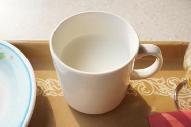 ミルクの温度が熱いときに素早く冷ます方法と上手な与え方