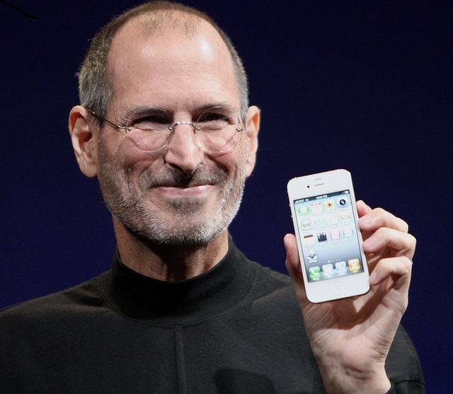 What makes Steve Jobs a charismatic speaker?