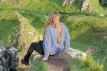 Sarah blickt ins Fairy Glen