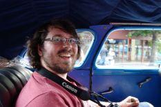 Tomus sehr glücklich in so einer alten Karre fahren zu dürfen