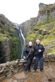 So langsam dreht es die Runde, dass hier der Wasserfall bezwungen worden ist. Andere Touristen besuchen uns und möchten natürlich sofort Bilder von den glorreichen Helden machen